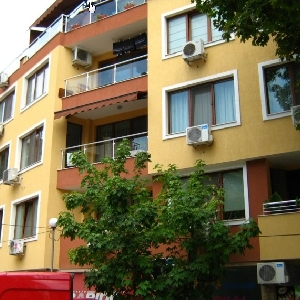 Тристаен апартамент,Гръцка…