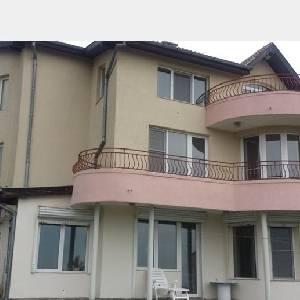 Къща, м- ст Манастирски…