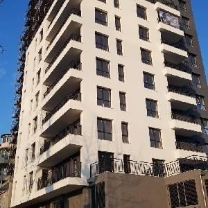 Продава 4-стаен апартамент в жилищна сграда кв. Бриз